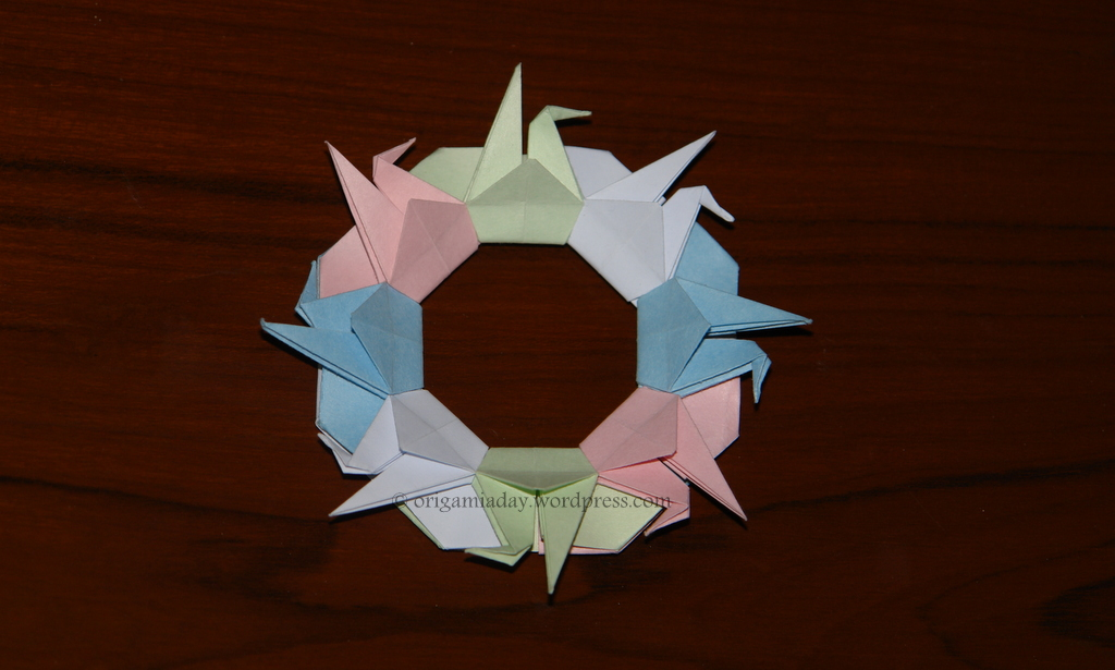 Origami Rings and Wreaths: A Kaleidoscope of 28 Decorative Origami Creations, Fuse